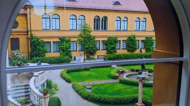 1 - Museum mit Garten
