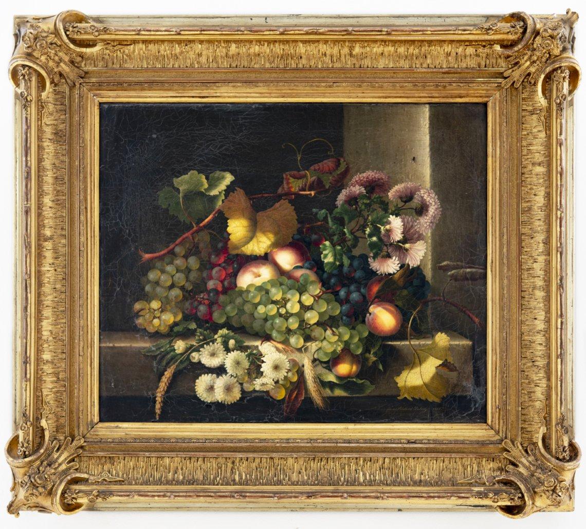 Herbstliches Stillleben mit Blumen, Weintrauben und Ähren